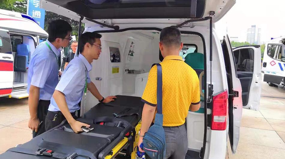 宇通三款救护车参展院前急救学术大会得好评